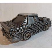 auta Sochy z kovu detail hlavne maticky bok