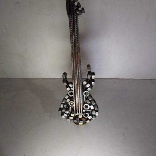 kytara od Jackob sochy z kovu