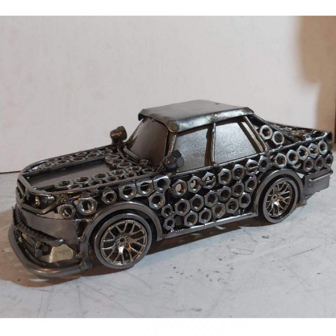 Sochy z kovu auta